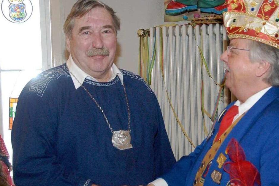 Für seinen Vortrag beim Schalk im Turm erhielt Ehrenzunftobermeister Roland Glück  den Jahresorden. (Foto: Ingrid Böhm-Jacob)
