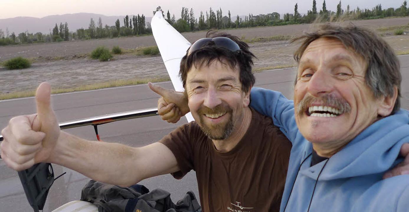 Überglückliche Piloten nach der Landun...endelin Hug (links) und Klaus Ohlmann   | Foto: (2) privat
