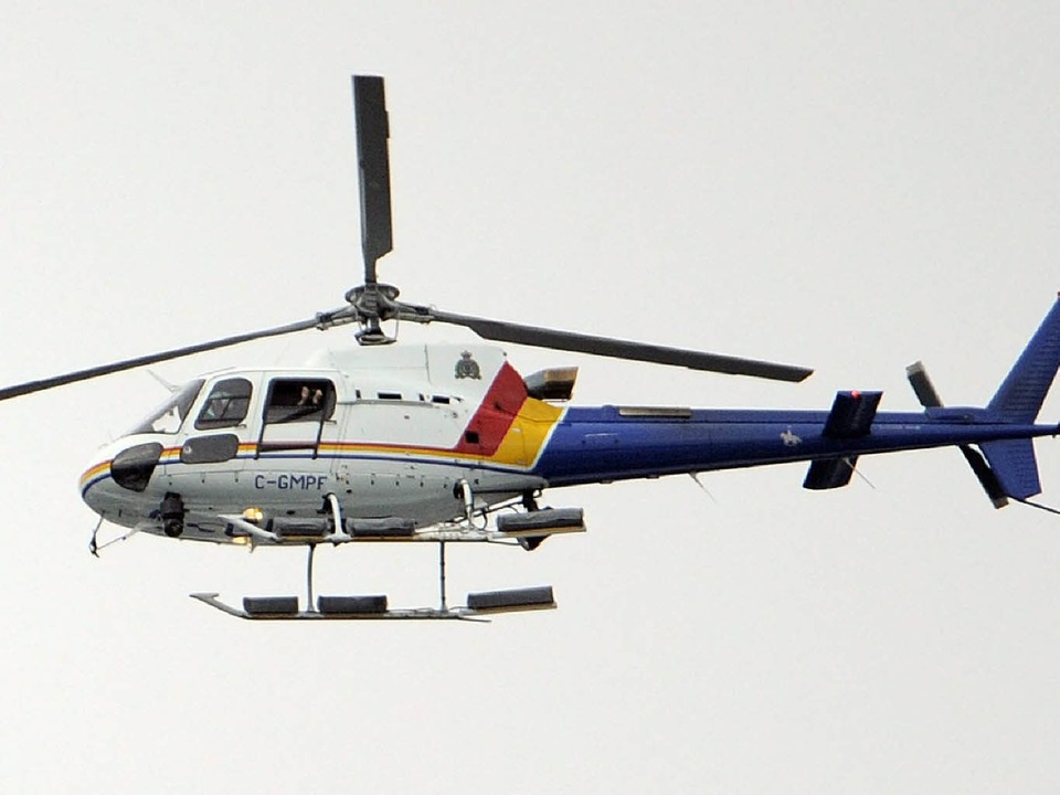 Mit dem Hubschrauber wird der georgisc...iningsunfall ins Krankenhaus gebracht.    Foto: dpa