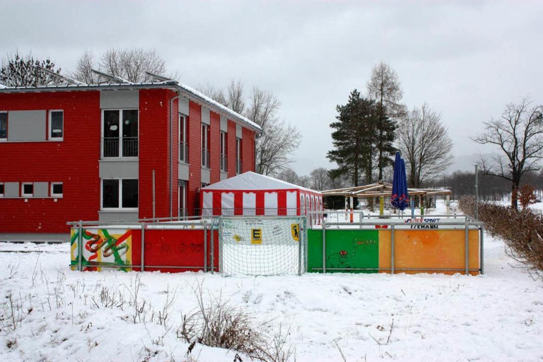 Weil an manchen Mittagen 100 Schüler u...auf der Terrasse ein Zelt aufgestellt.  | Foto: Barbara Schmidt