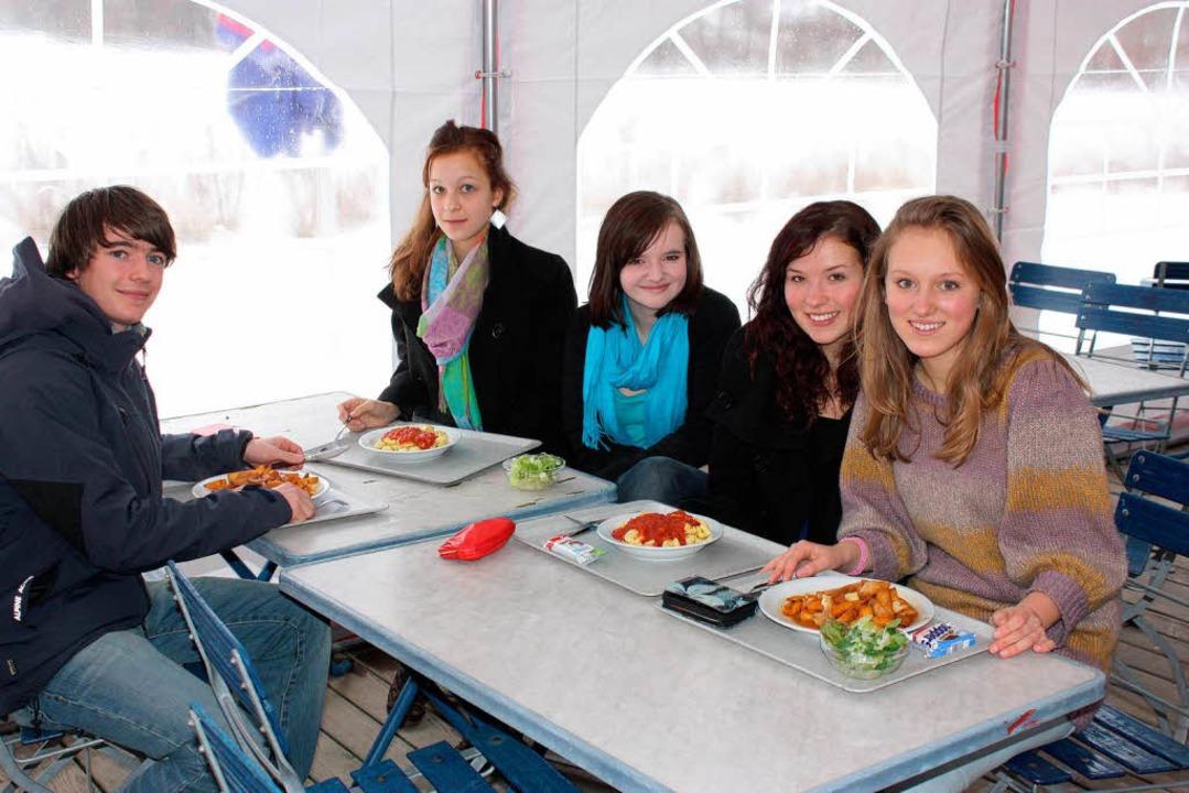 Unbeheizt, aber dennoch gut besucht: das Zelt neben dem Schülerhaus  | Foto: Barbara Schmidt