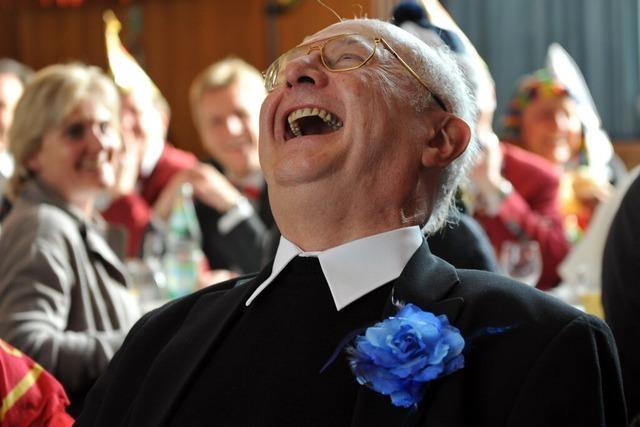 Fotos: Erzbischof Robert Zollitsch löffelt Freiburger Narrensuppe aus