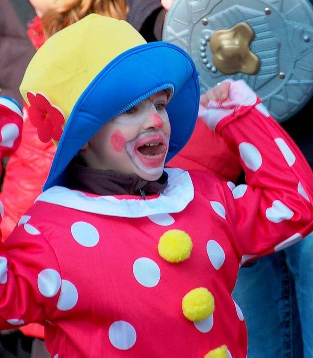 Zur närrischen Stimmung trugen beim Um...Zuschauer wie dieser kleine Clown bei.  | Foto: Senastian Ehret