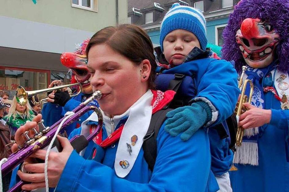 Impressionen vom Fasnachtsmäntigumzug 2010 in Bad Säckingen (Foto: Axel Kremp)