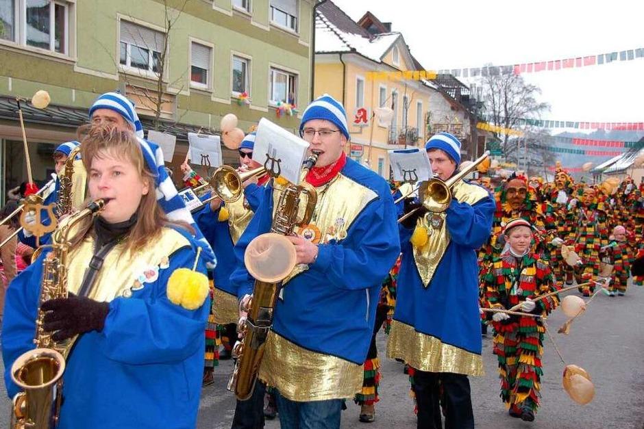 Beste Stimmung beim Fasnetumzug in Stühlingen! Stadtmusik und Fasnacht gehören zusammen! (Foto: Jutta Binner-Schwarz)