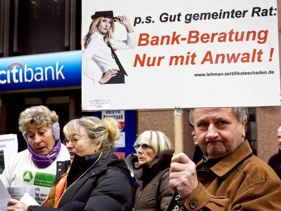 Protest geprellter Anleger  | Foto: dpa