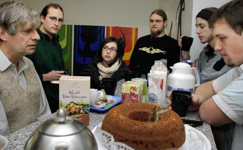 'Ein Tässchen Tee und selbstgeba...en die Teilnehmer dann selbst sorgen.   | Foto: Gertrude Siefke