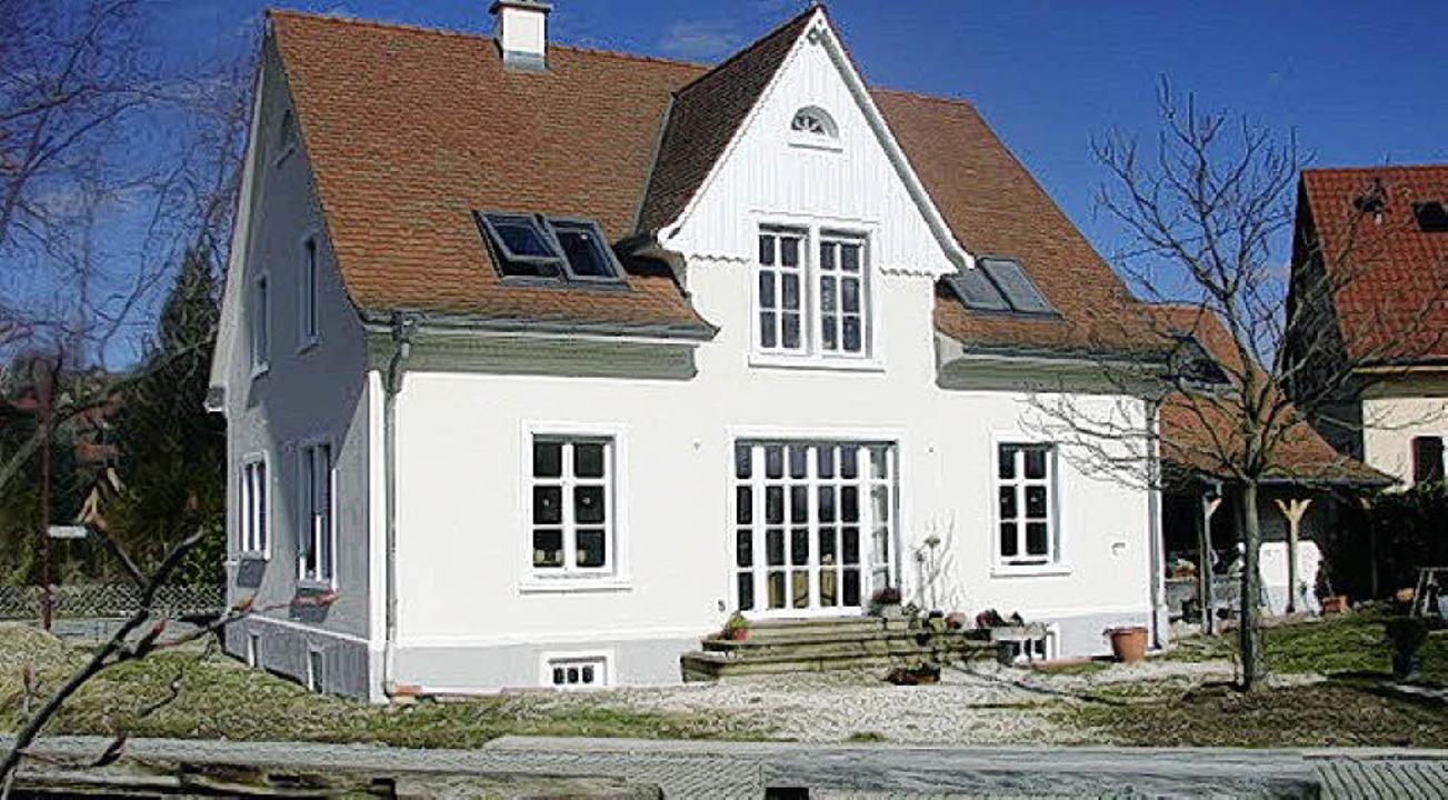 Das Haus steht,  noch zu vollenden sind  die Außenanlagen.   | Foto: privat