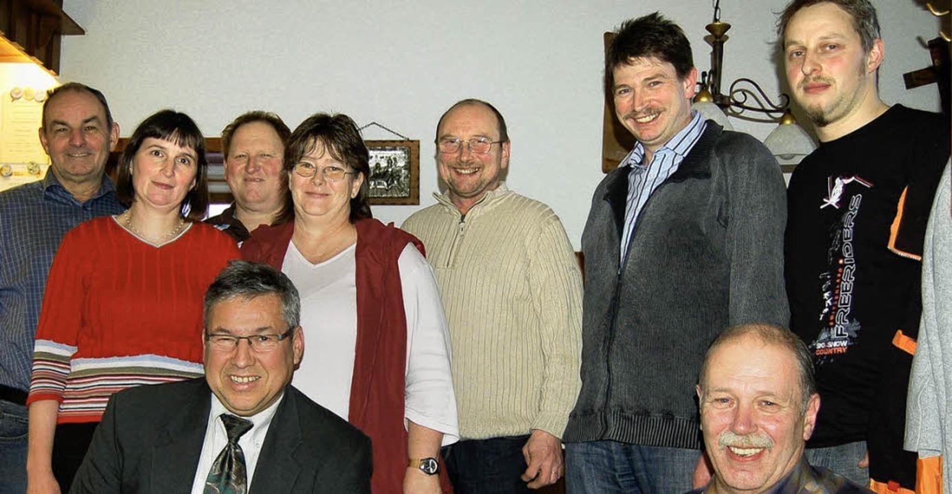 Der  Vorstand des Vorderwälderzuchtver...fehlen Lothar Ebner und Corina Thoma.   | Foto:  Hans-Dieter Folles