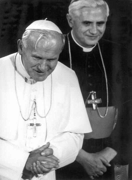 Kardinal Joseph Ratzinger (rechts) mit Papst Johannes Paul II.  | Foto: A2585 Frank Leonhardt