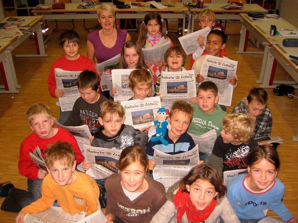 Die BZ kann im Unterricht die Schulbücher ersetzen.    Foto: Privat