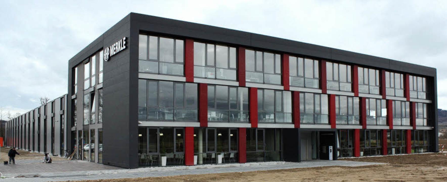 Viel Platz und große Fenster – d...gebäude von AHP Merkle in Gottenheim.   | Foto: Barbara Schmidt