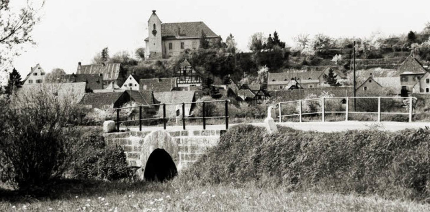 Das historische Foto zeigt, wie die Op... ist die Freiburger  Straße zu sehen.   | Foto: privat