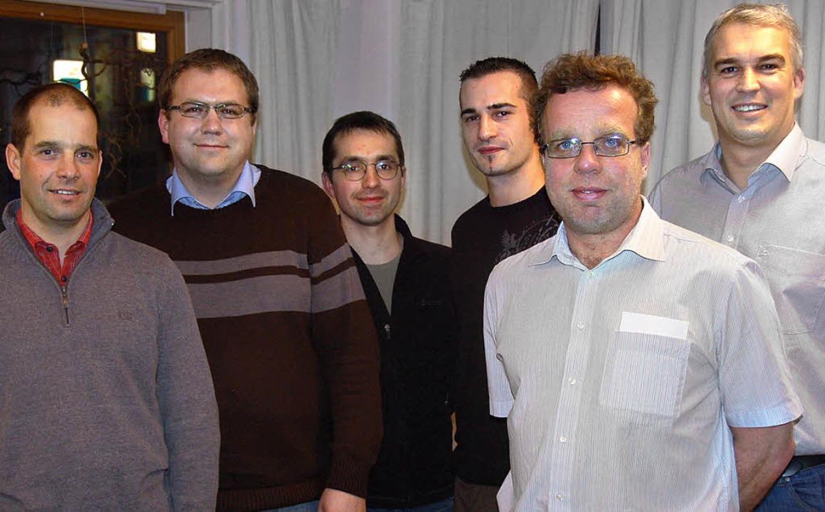 Der erste Vorstand der neuen Handballa...bs) und  Simon Stehle (Vorsitzender).     Foto: privat