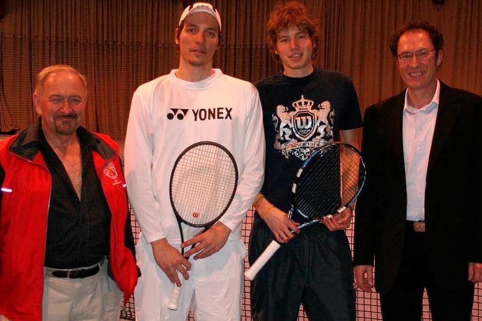 Herren A:  Oberschiedsrichter  Ritzenthaler,  Sebastian Geigle, Sieger Patrick Steinmetz und Sportwart Burkhard Bellemann. (Foto: Stefan Weschle)