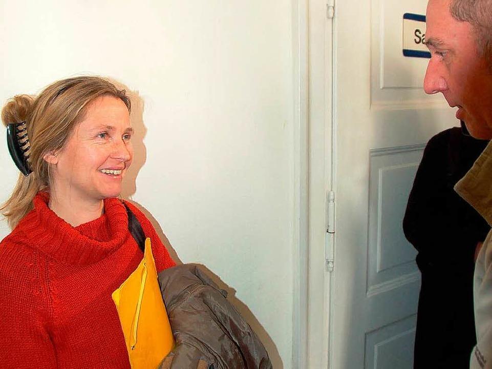 Janine Schlemmer beanwortet Pressefragen.   | Foto: Babeck-Reinsch