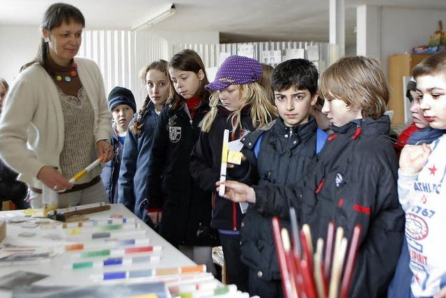 Schüler besuchen Ateliers von Künstlern