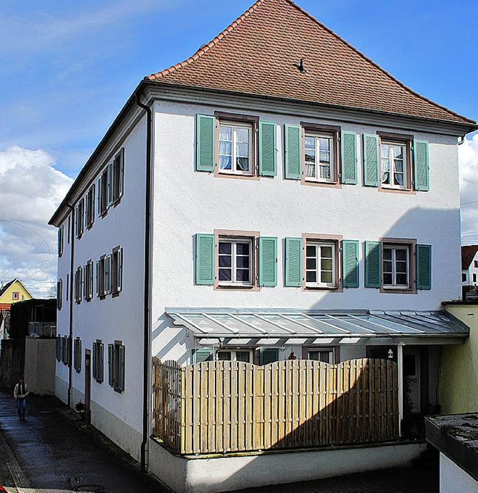 Das alte Gottenheimer Schulhaus (links...Platz auch für neue Nutzungskonzepte.     Foto: axel dröber/mario schöneberg