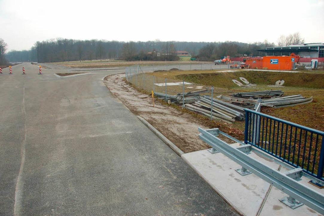 Die Fahrbahn der aus Richtung Buchheim...t fertig,aber noch nicht freigegeben.   | Foto: frietsch