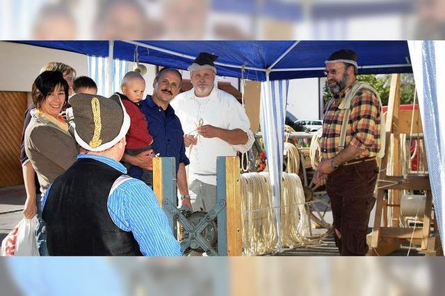 Bruuchtumsverein bindet Garben fürs Hebelfest