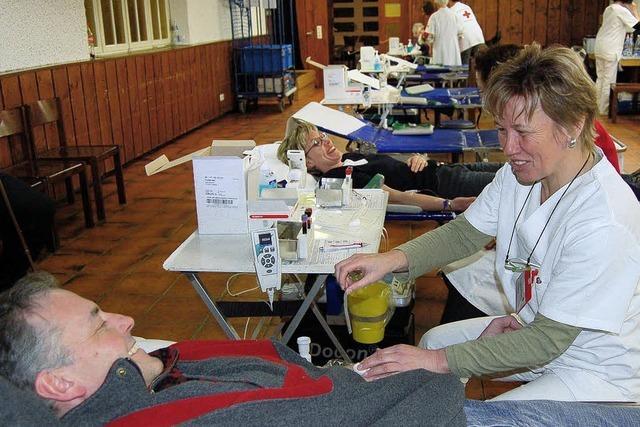 Wer Blut spendet, hilft anderen Menschen gerne