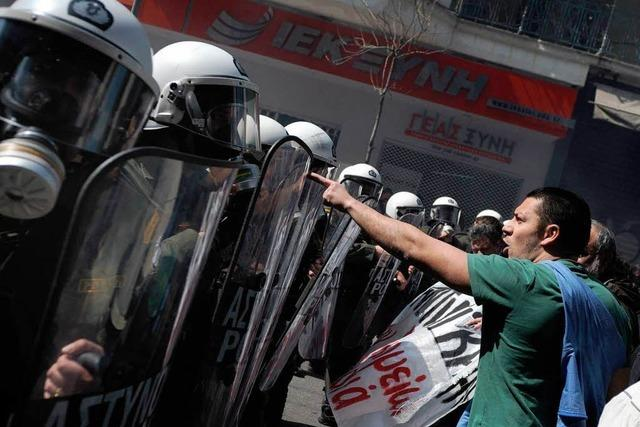 Streiks lähmen Griechenland – Randale bei Protest