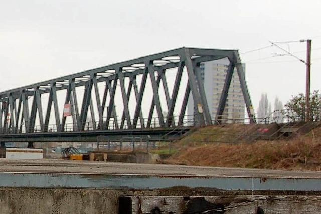 Gleise werden an die neue Rheinbrücke bei Kehl angeschlossen