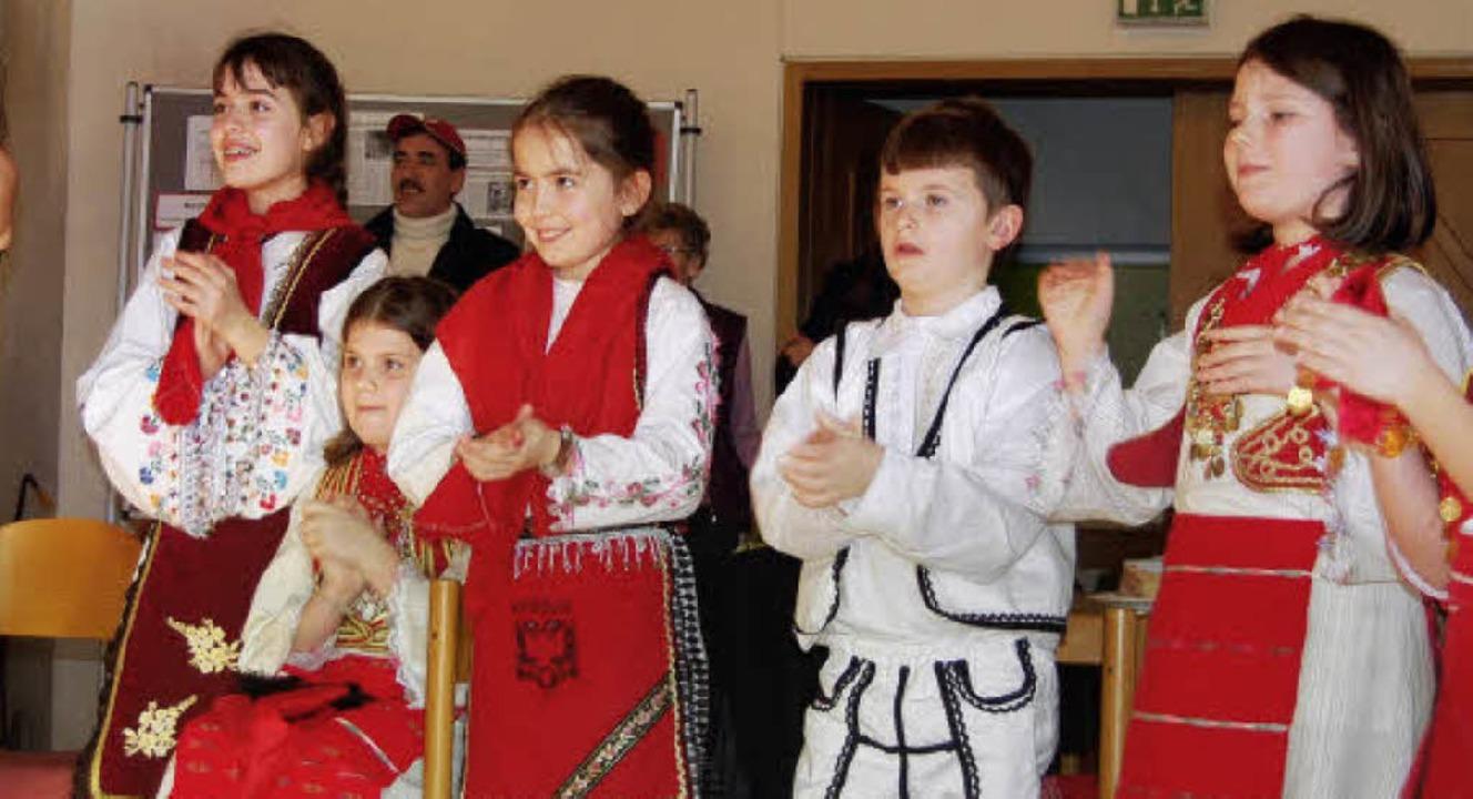 """""""Die Sterne Kosovas"""" steck... ihrer Begeisterung beim Asylfest an.     Foto: Silke Nitz"""