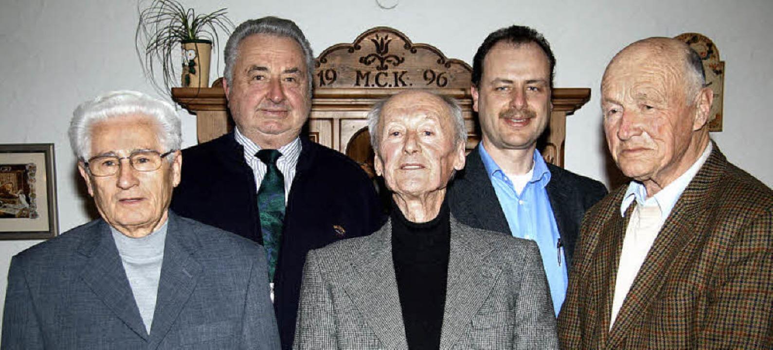 Fritz Penno, Gerhard Schweizer, Franz ...chweizer (Zweiter von  links) geehrt.   | Foto: Eva Korinth