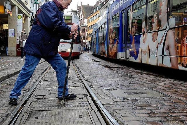 Brand bremst Bahnen aus – 30.000 Fahrgäste bleiben stehen