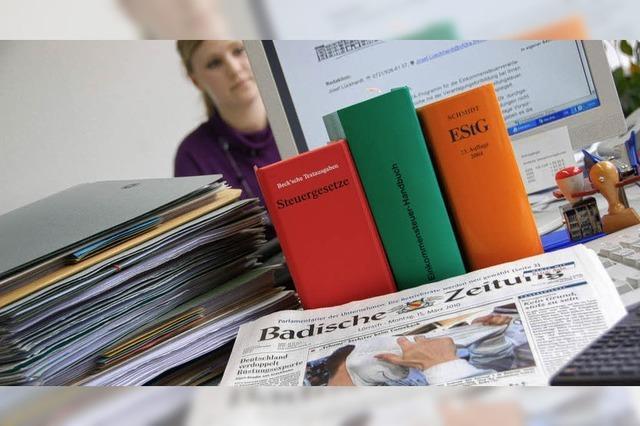 Zeitung zeigt Zusammenhänge