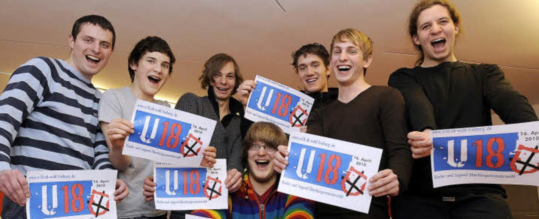 Auf sie mit Gebrüll: Auf der U-18-Home...#8217;s die Wahlzettel fürs Jungvolk.   | Foto: schneider