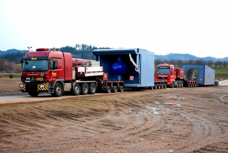 Der Schwertransport auf dem Weg nach Gengenbach.  | Foto: E-Werk Mitrtelbaden