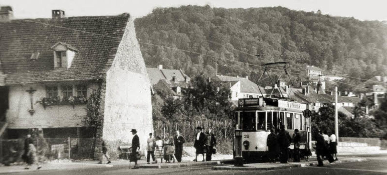 Als 1951 das Straßenbahnteilstück der ...nn durch wechselnde Buslinien ersetzt.  | Foto: Archiv Hans Sigmund