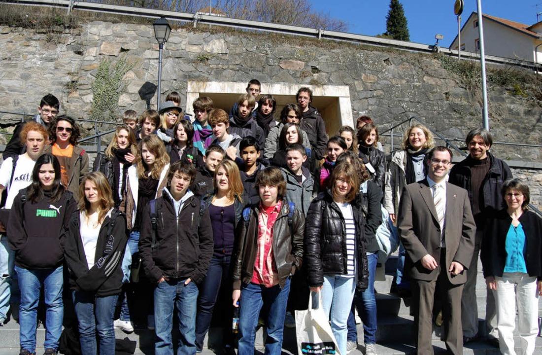 32 Schülerinnen und Schüler aus Nachba...altungsleiter Vincent Maitrepierre.     | Foto: Melanie Dramac