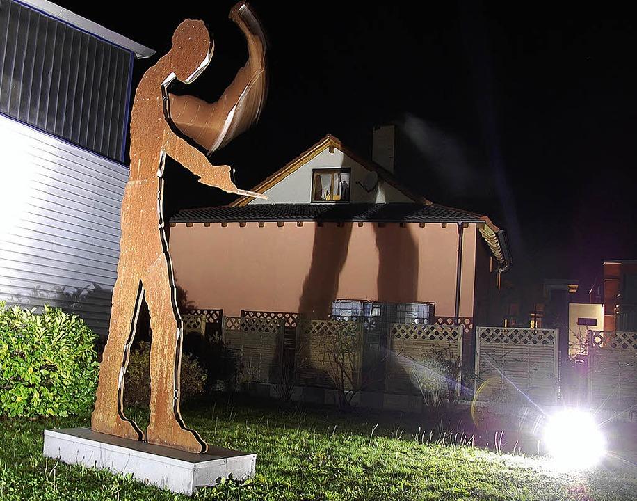 Der Hammering Man – optisches Ma...n Eimeldinger Gewerbegebiets Reutacker  | Foto: Herbert Frey