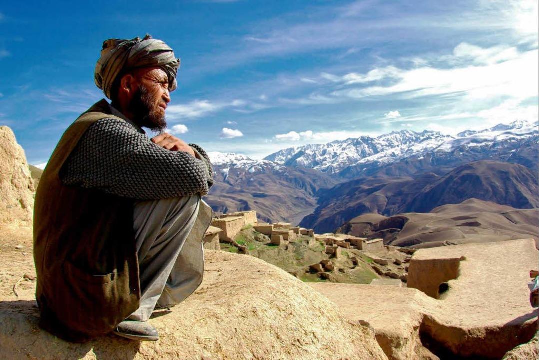 Scheinbar alles friedlich – ein ... oben in  den Bergen des Hindukuschs.     Foto: Lukas Augustin