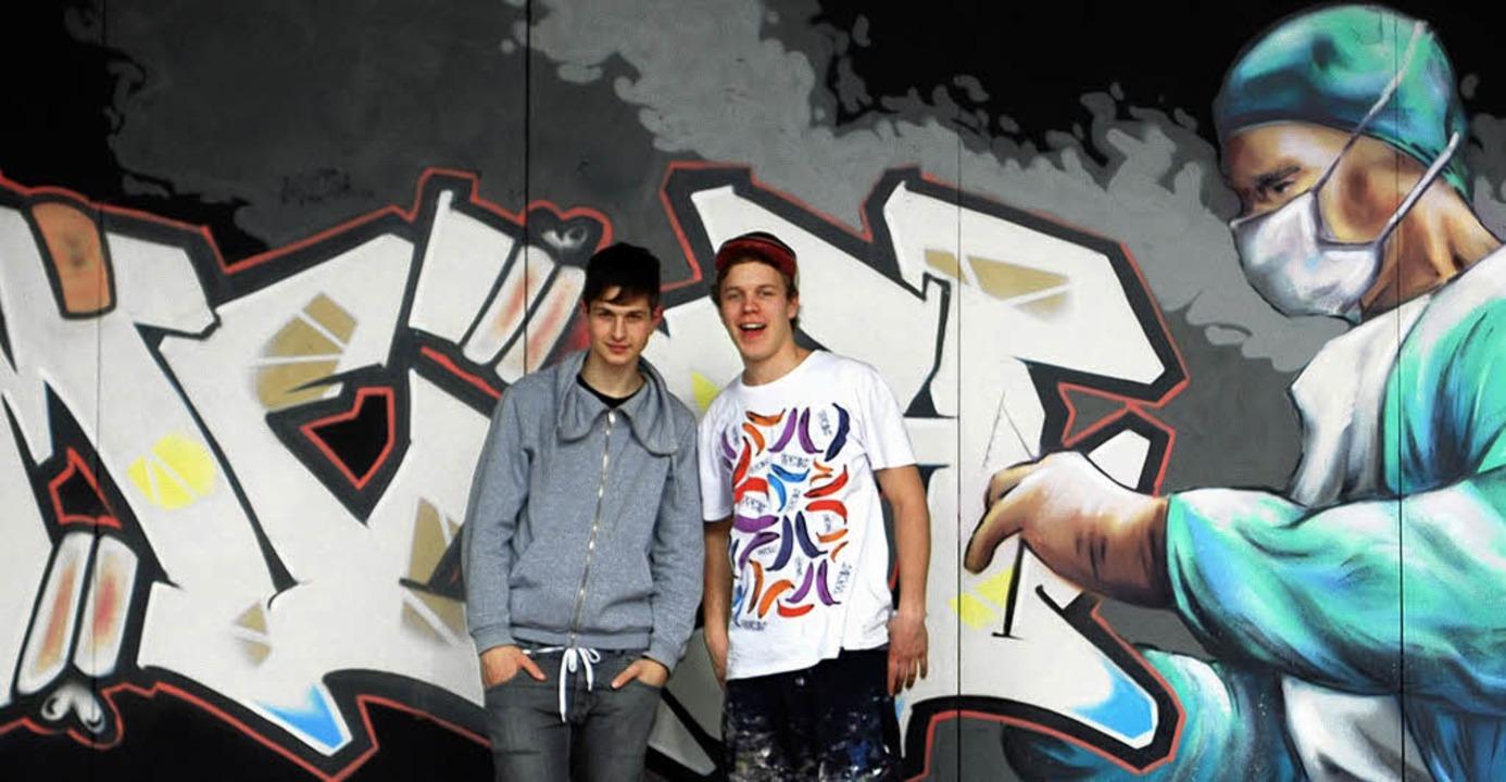 David Kaltenbach (rechts) und Philipp ...ffito, das auf der Messe gezeigt wird.  | Foto: BZ