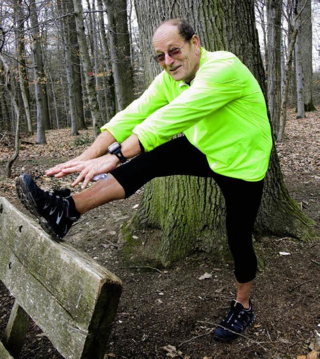 Gut gedehnt ist halb gelaufen - mit 73...ubhut noch immer fit wie ein Turnschuh  | Foto: Birgit-Cathrin Duval