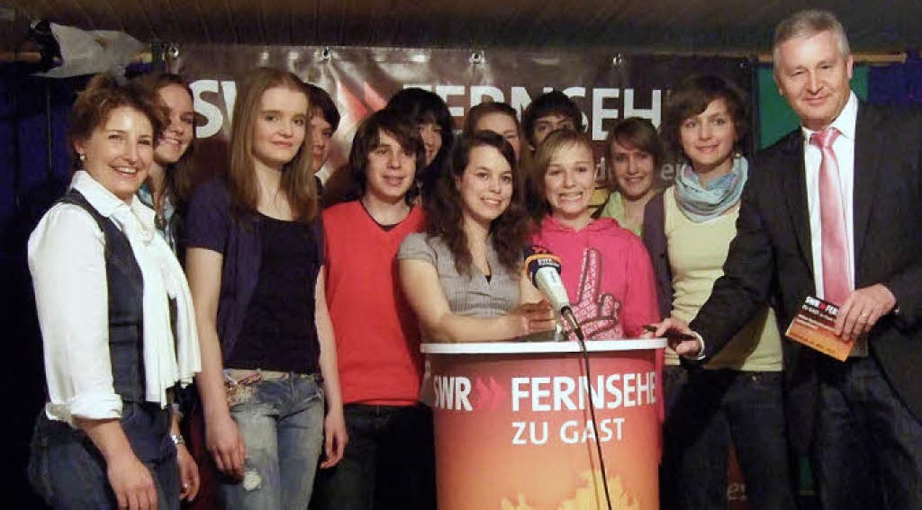 Die Teilnehmer des Moderatorentraining...ritz und Studienrätin Julia Scchmitz.   | Foto: Rainer Ruther