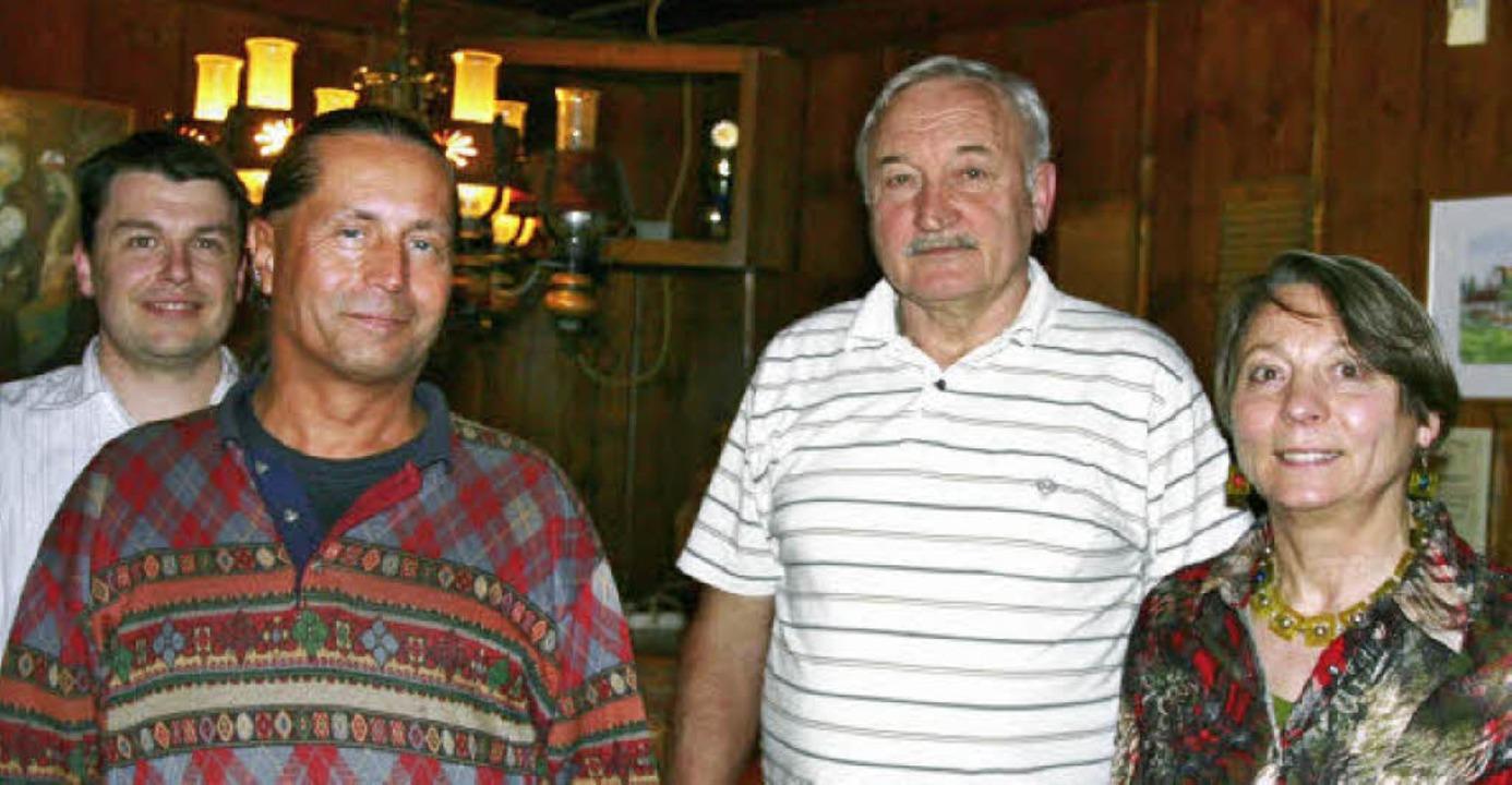 Der Vorsitzende Rudolf Höhn (2. von re...nd Jaime Timoteo-Gonzalez (von links).  | Foto: Eberhard Kopp