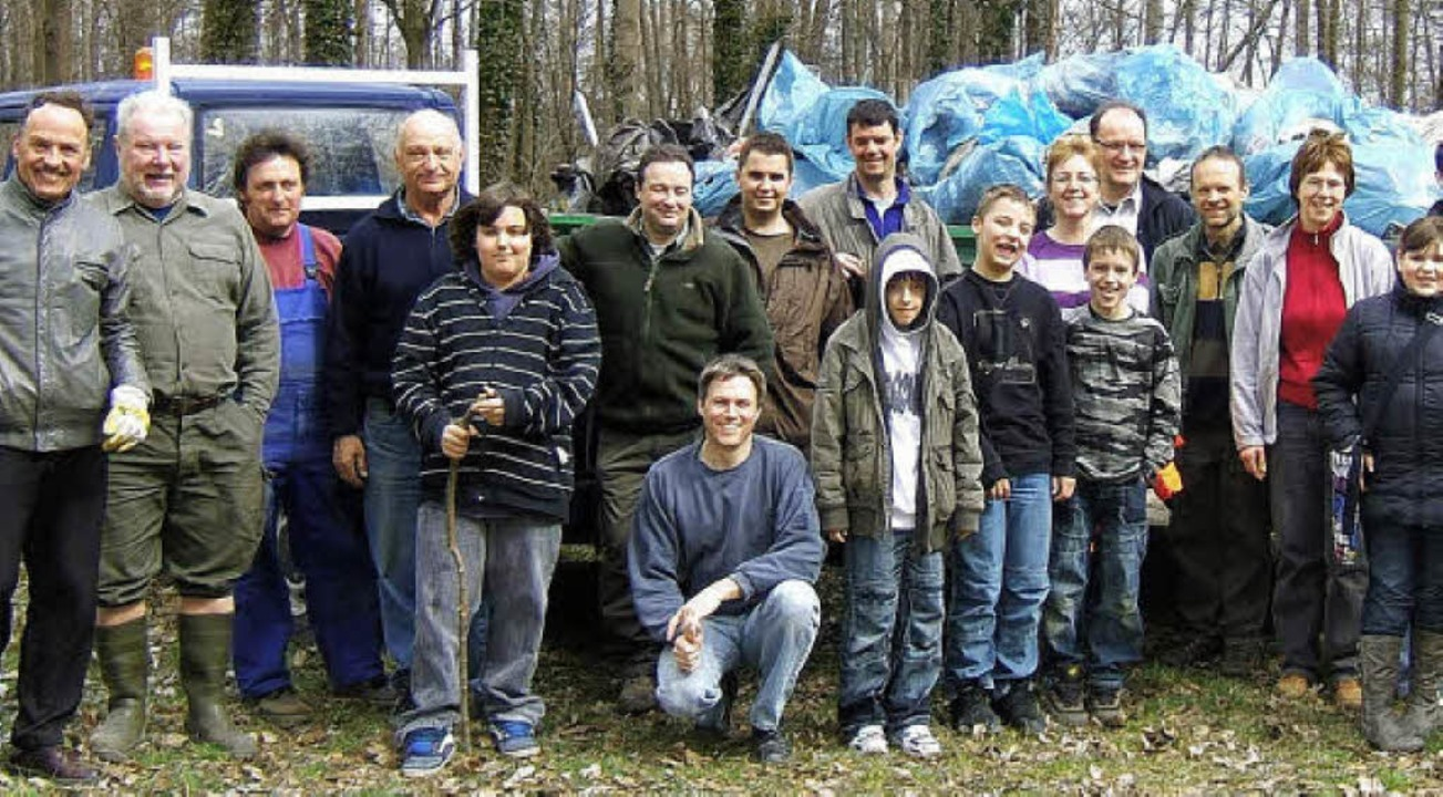 Alles schon verstaut: Teilnehmer der Buchheimer Waldputzete.   | Foto: privat