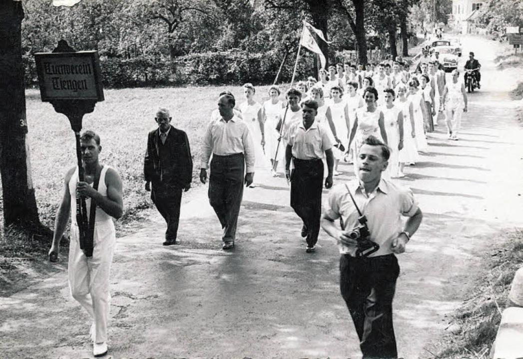 Kurz nach der Wiedergründung 1950 nahm...en, der damals die Vereinstafel trug.   | Foto: privat