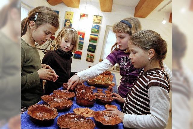 Kinder machen gemeinsam Kunst