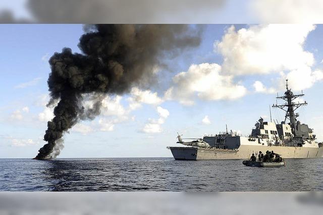 Heißes Wasser, scharfe Schüsse und Hundegebell gegen die Piraten