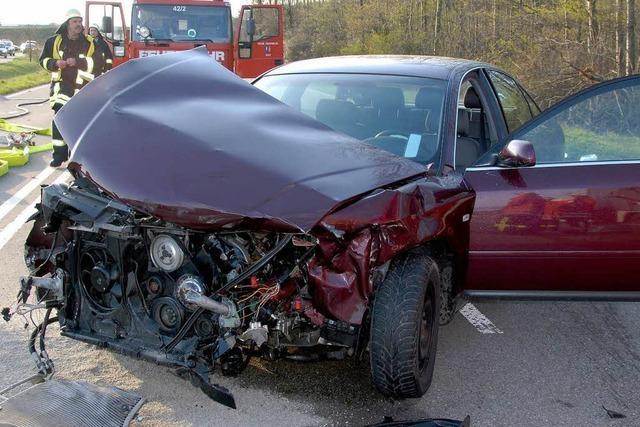 Vier Personen verletzt bei Unfall
