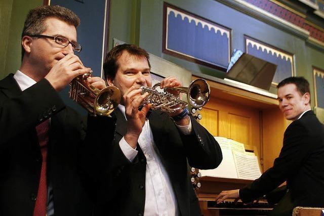 Drei Virtuosen an Orgel und Trompeten