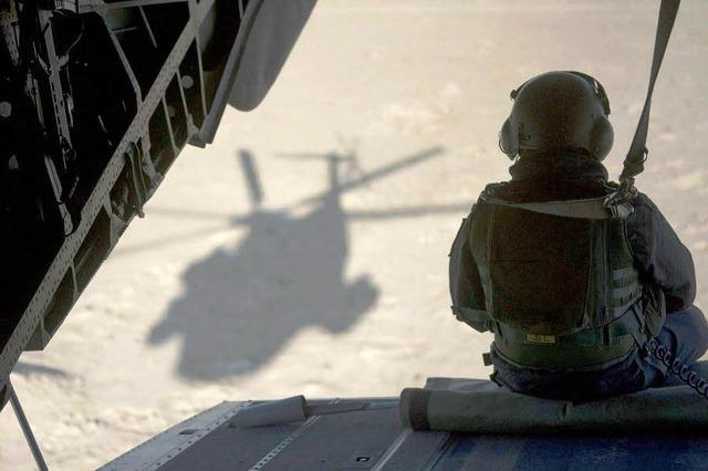 Hubschrauber verstauben im Hangar