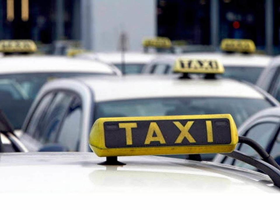 Wenn der Bus nicht kommt: Taxi rufen.  | Foto: ddp