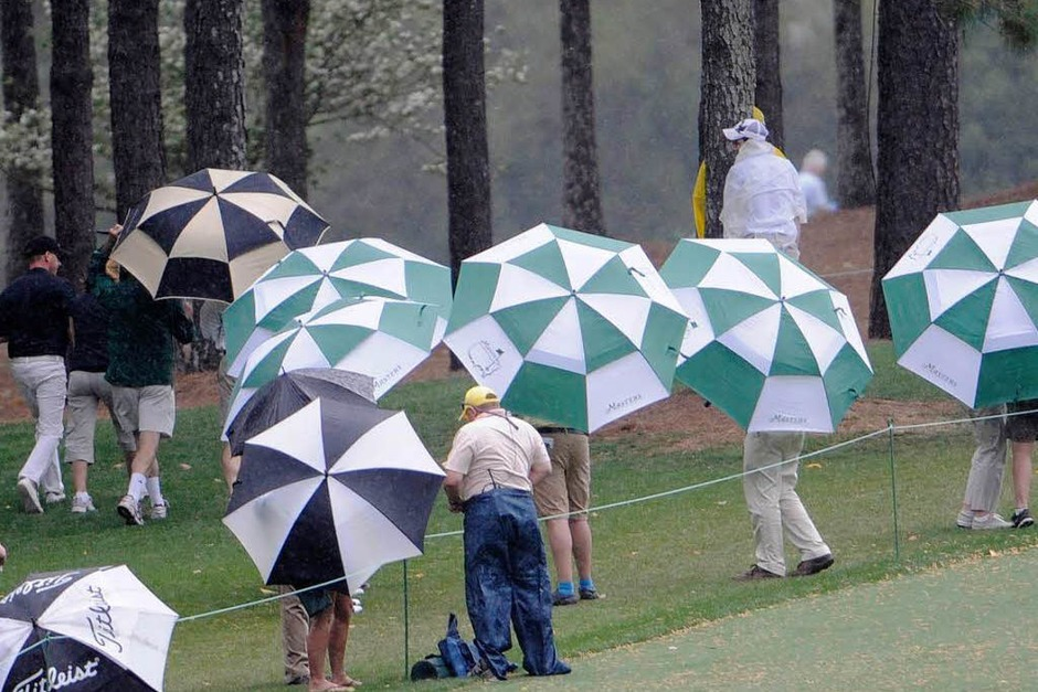 Die Fans verfolgten Woods 68er-Eröffnungsrunde. (Foto: dpa)